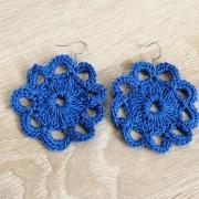 Häkel-Ohrringe Blütenform blau